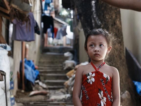 Kinderen in Azie worden vaak verkocht door handelaren en uitgebuit.