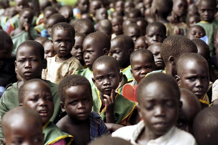 De gevolgen voor kinderen die het slachtoffer worden van kinderhandel zijn ernstig.