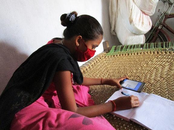 Digitaal onderwijs tijdens lockdown voor kinderen in mijngebied