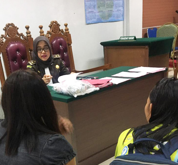 Na vijf maanden legde de rechtbank negen en zeven jaar gevangenisstraf op aan de daders, naast nog eens 3 tot 6 maanden straf of 60-100 miljoen Indonesische roepia.