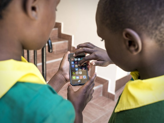 Kenyan children with a smart phone
