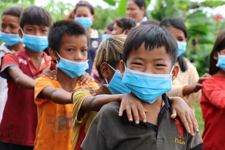 Kinderen in Cambodja gaan weer naar school.