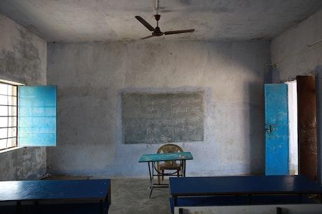 Veel scholen zijn verlaten.
