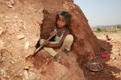Laaysa in de micamijnen in India