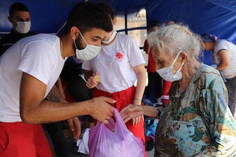 Voedseldistributie door Cordaid's partner Caritas Libanon