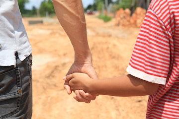Terre des Hommes strijdt o.a. tegen kindermisbruik door reizigers en toeristen. Foto @ArieKievit/Terre des Hommes. De afgebeelde personen zijn acteurs