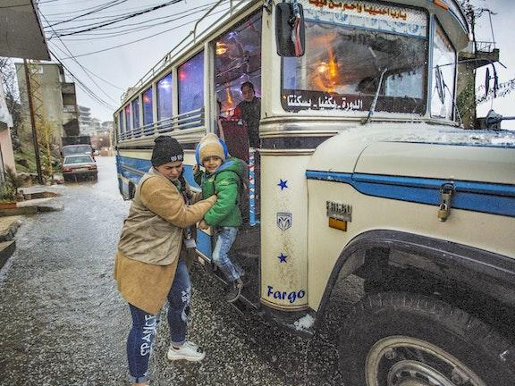 Schoolbus in Libanon, foto Arie Kievit
