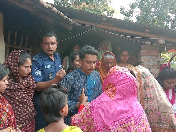 Sakibur geeft voorlichting over kinderhandel