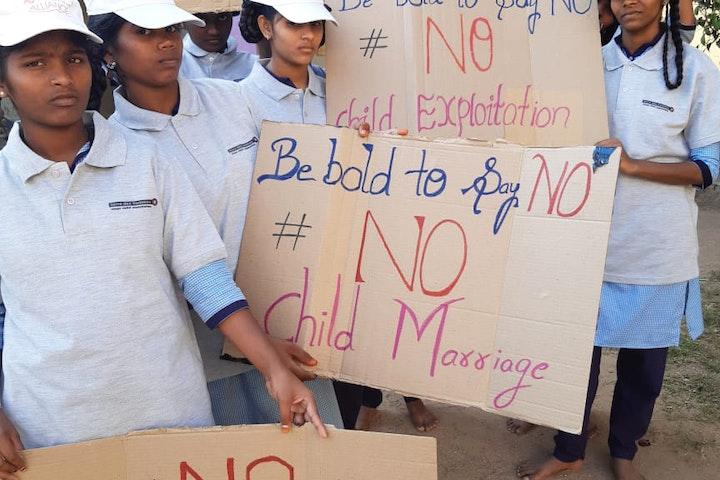 In Inida voeren Bhargavi en haar vriendinnen actie op straat 'Durf jij NEE te zeggen'!