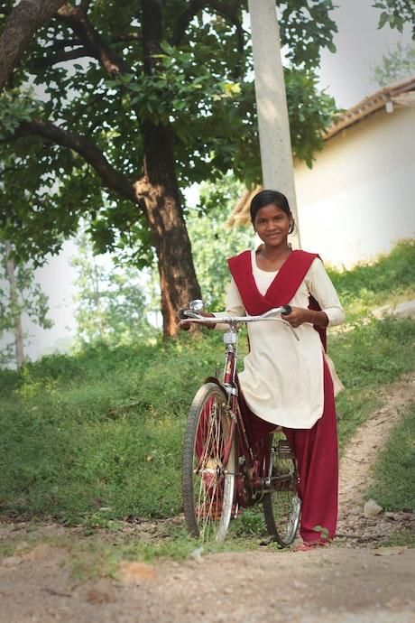Parmila met haar fiets