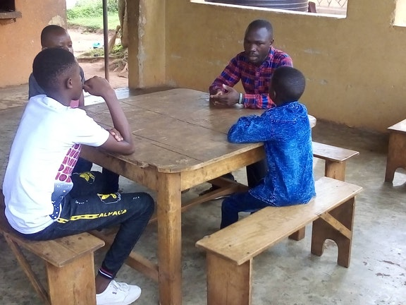 ugct0335-dp-2021q1-peter-and-his-brothers-during-a-counselling-session.jpg