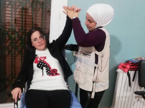 """Fatima (30) uit Syrië kan weer lopen: """"Het leven lacht me weer toe"""""""