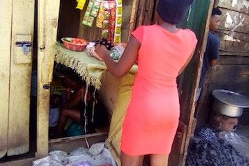 Aisha in Oeganda heeft met hulp van Uydel en Terre des Hommes een nieuwe toekomst.