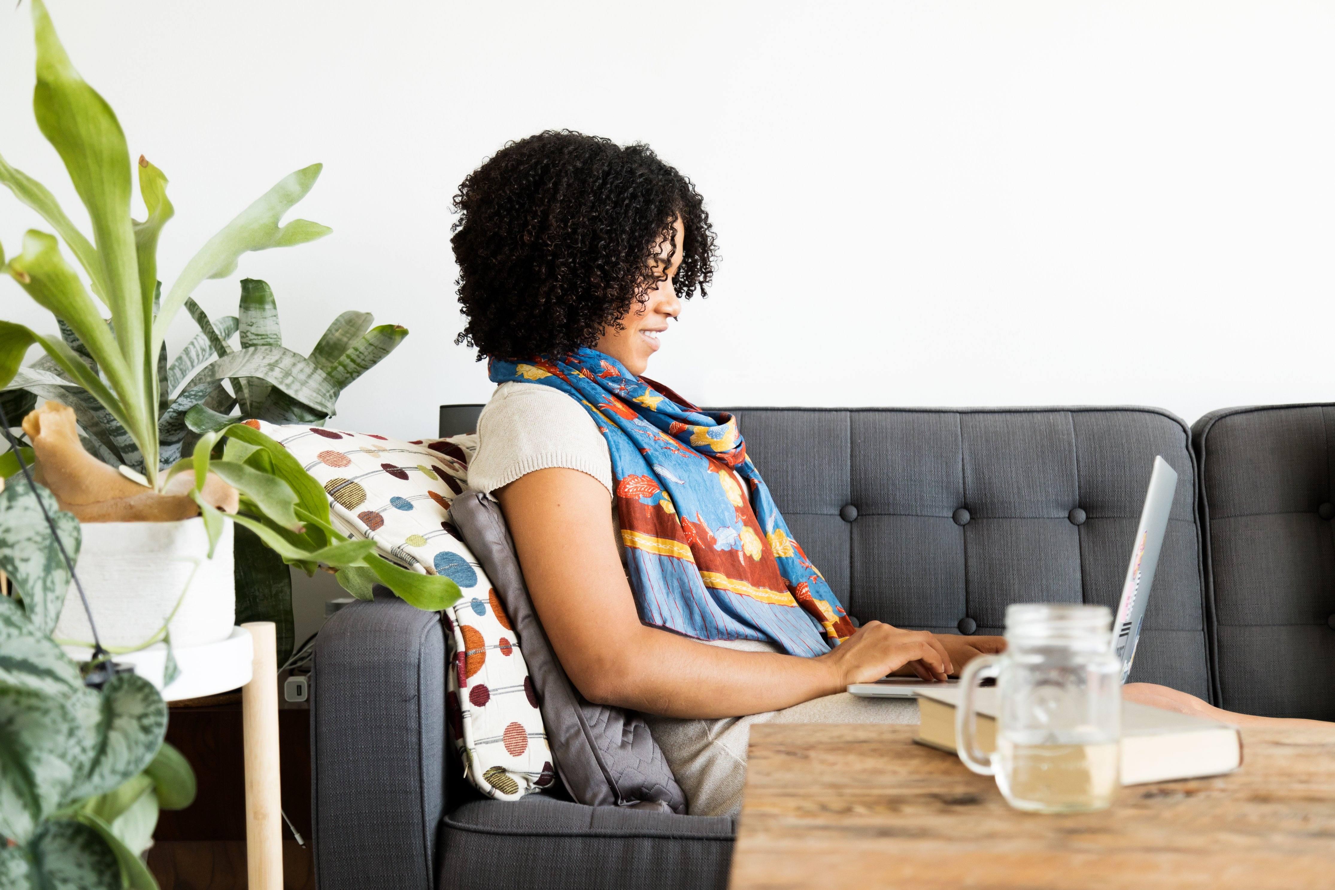 femme travail à domicile