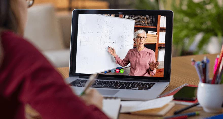 Uma maneira de ganhar dinheiro online com cursos virtuais