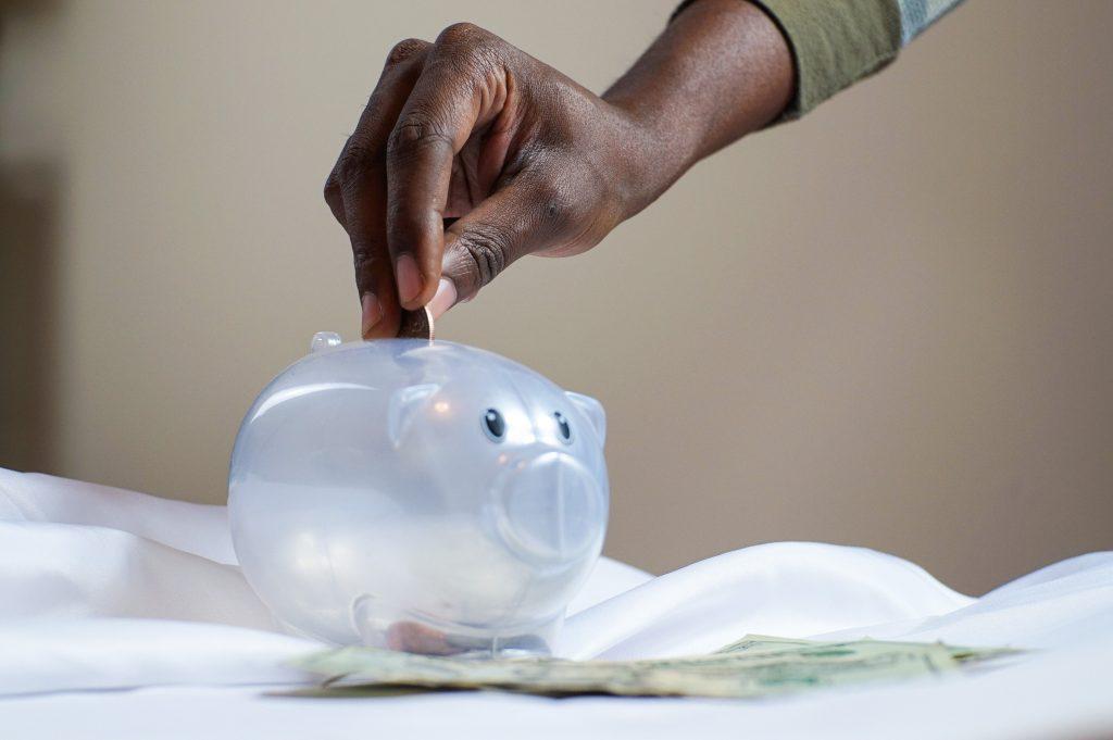 Forme uma reserva de emergência no seu controle financeiro