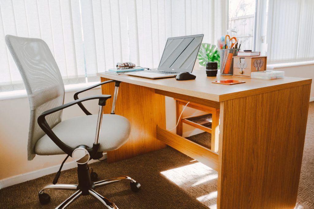 Kleine home office mit Bürostuhl