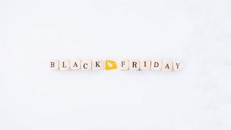 Dés formant les mots Black Friday, logo Bizon au centre