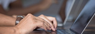 Travail en B2B sur ordinateur sur Amazon