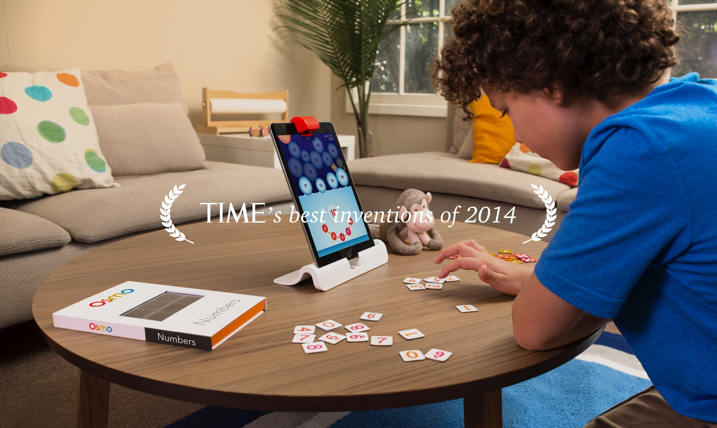 kid playing osmo
