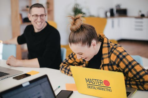 Il Master in Digital Marketing si rivolge a: Giovani laureati e laureandi che vogliono approfondire i temi dell'economia digitale, Professionisti e manager del settore Digital Marketing