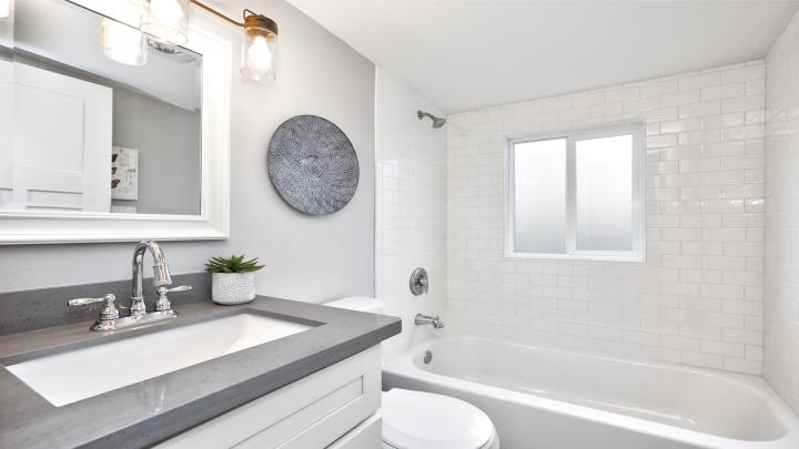 Mała łazienka w nowoczesnym stylu