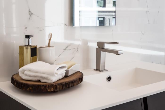Mała łazienka w nowoczesnym stylu (7)