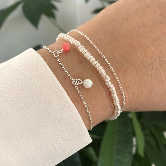 A-Hjort Alma gemstone armbånd, A-Hjort anchor armbånd og Pernille Corydon Baroque pearl armbånd