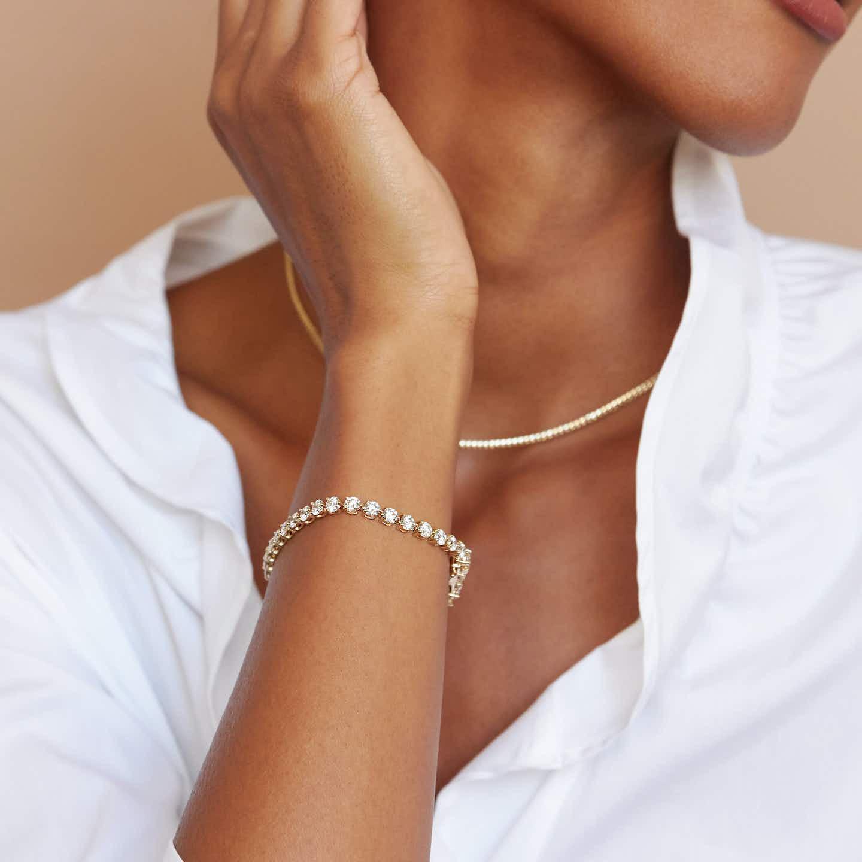 Closeup image of Round Diamond Tennis Bracelet - Large