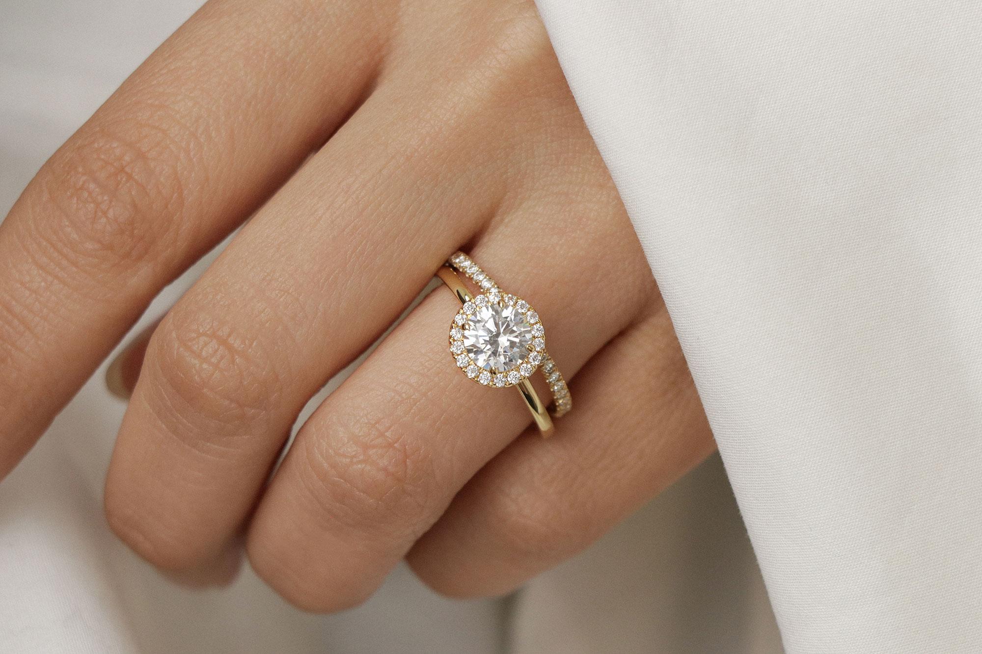 Diamond carat weight & setting