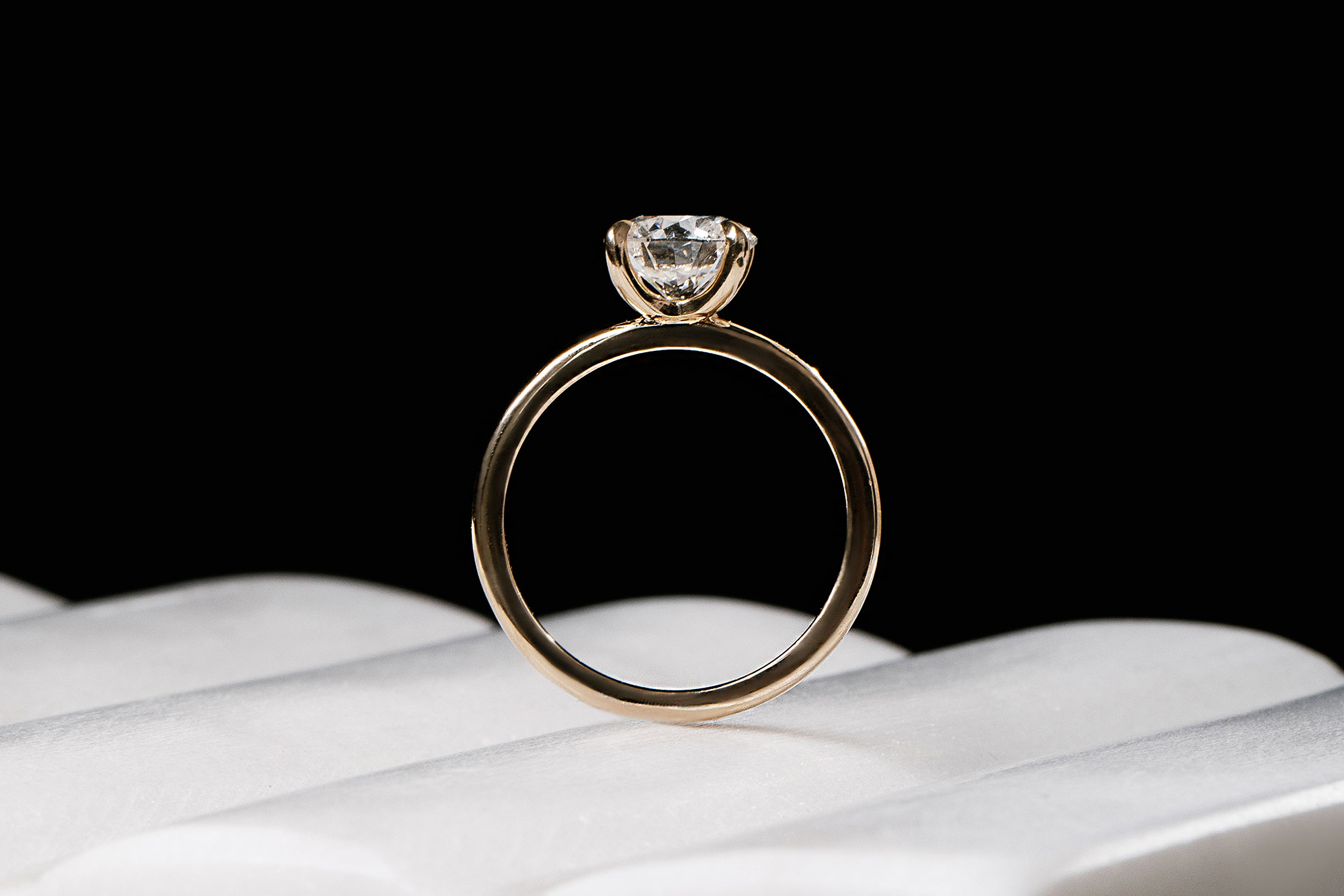 The classic round brilliant engagement ring with yellow gold band