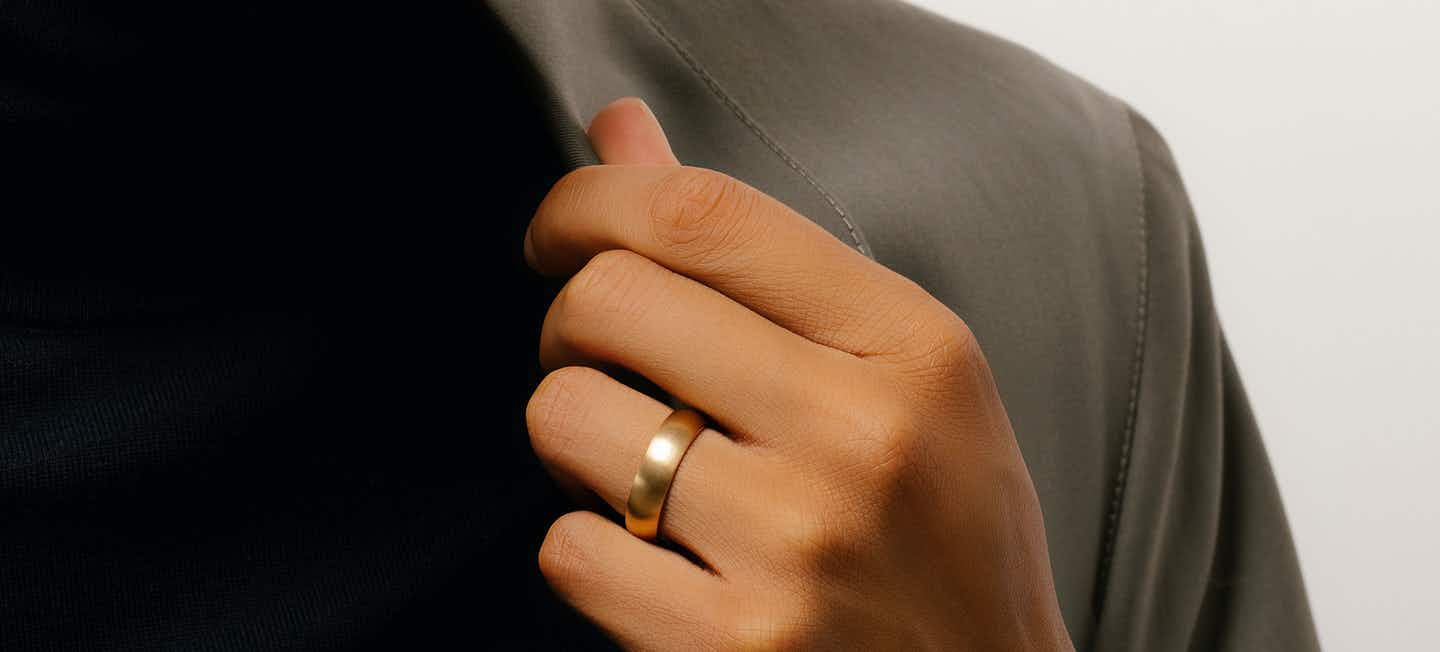 the round wedding band in yellow gold