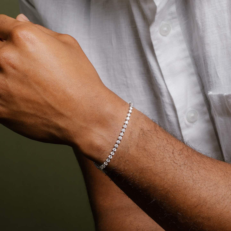 Closeup image of Round Diamond Tennis Bracelet-  Medium