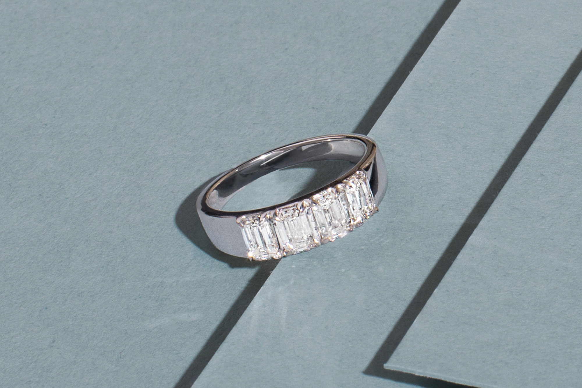 White gold tetrad ring with emerald lab-created diamonds