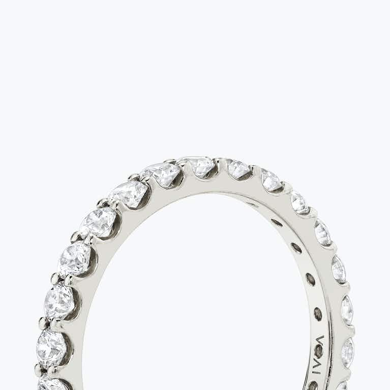 Closeup image of The Round Eternity Band