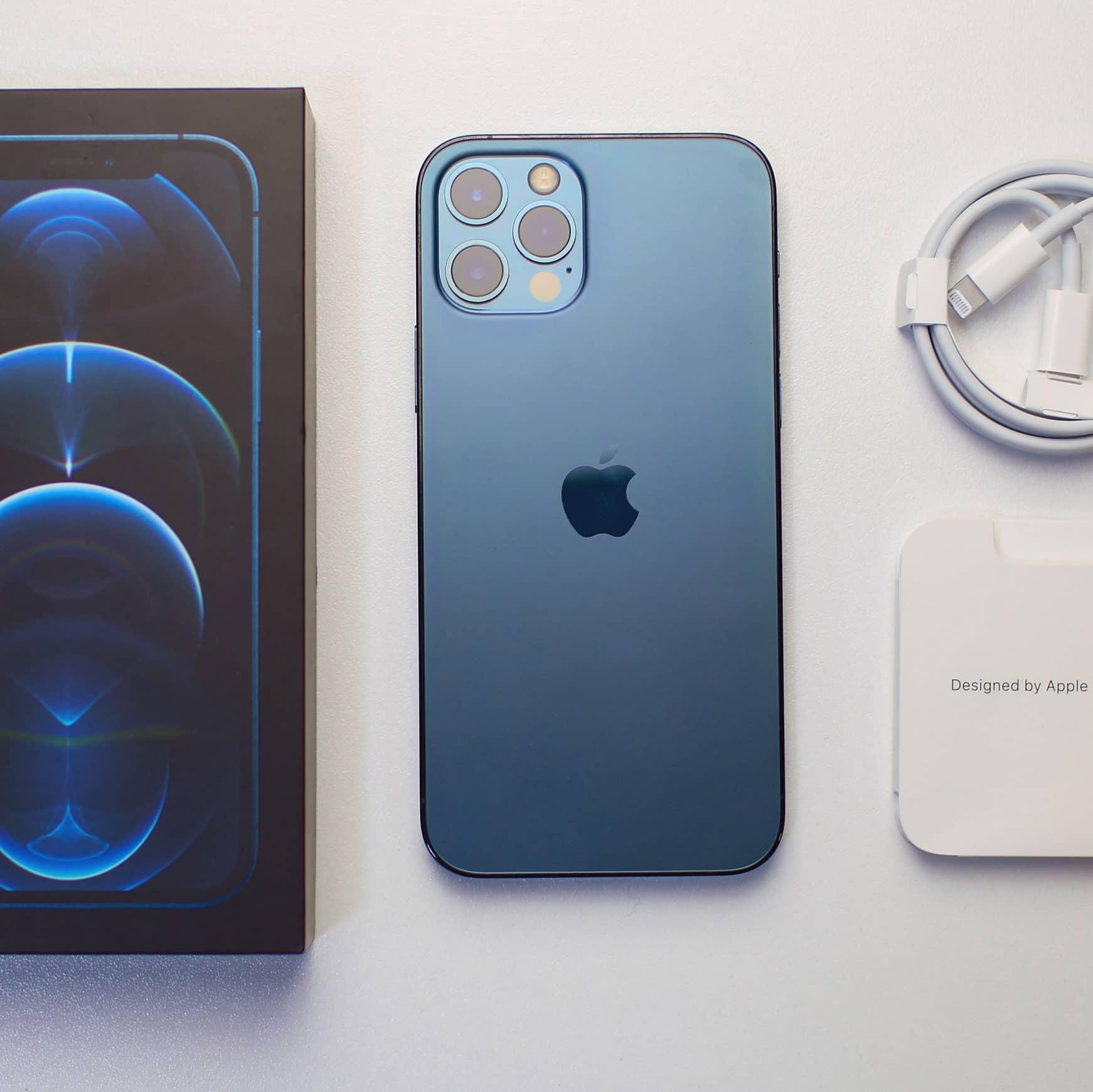 iPhone 12 caixa, manual e cabo