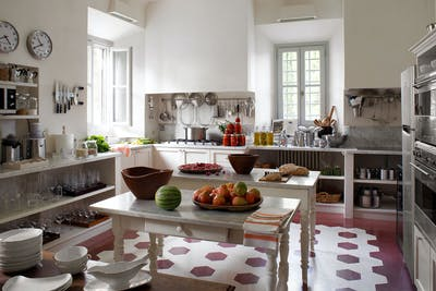 The fully-equipped kitchen on the ground floor of Villa Tavernaccia