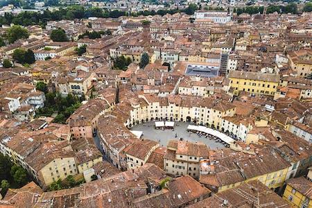 1591347012 parkalbatroslucca piazza anfiteatro