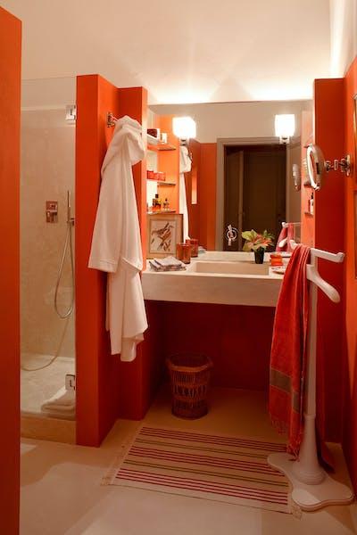 First bathroom on the first floor of Villa Tavernaccia