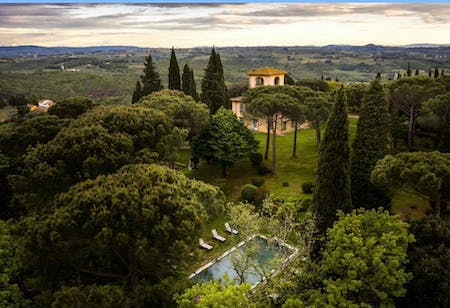 The garden and swimming pool of Villa La Tavernaccia from above