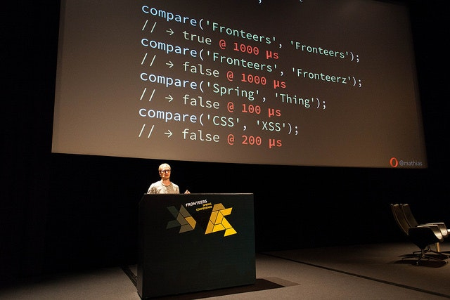 Mathias talking @ Fronteers spring conf