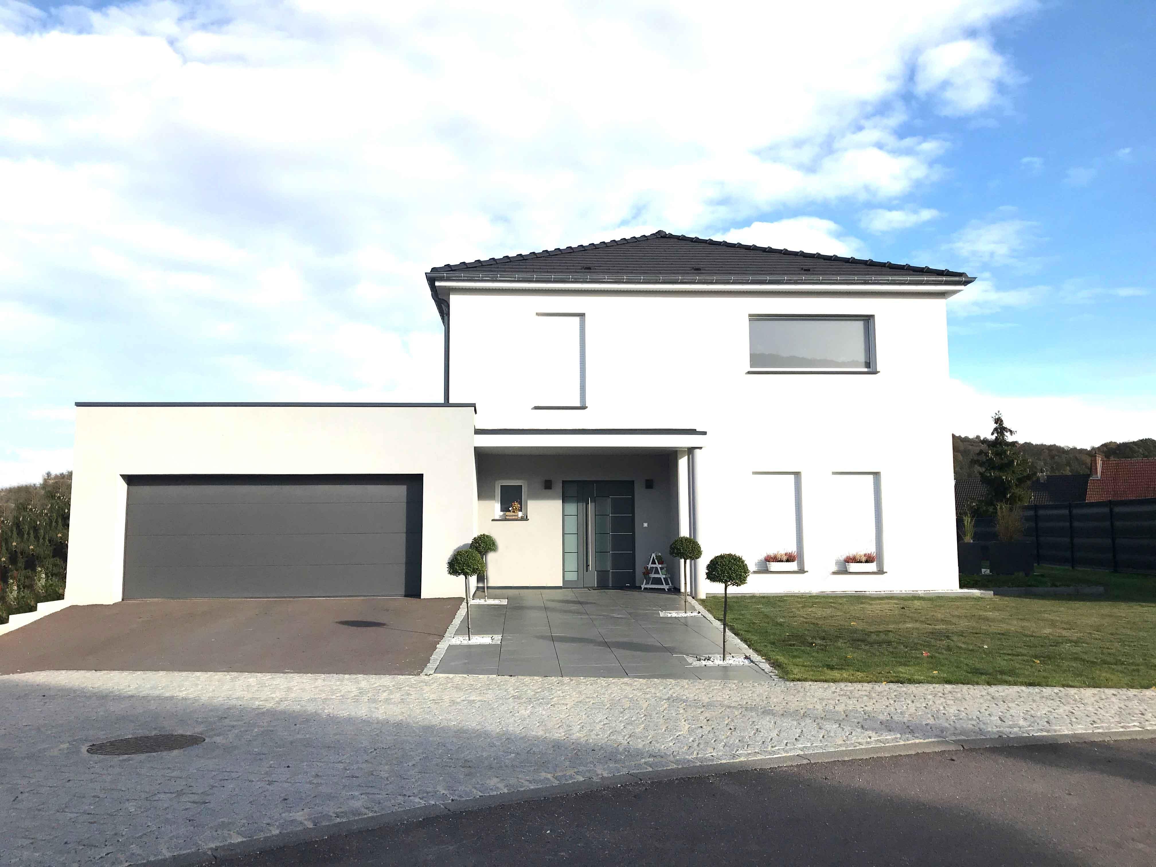 Maison neuve avec Porte et volets Aluminium FERMAP
