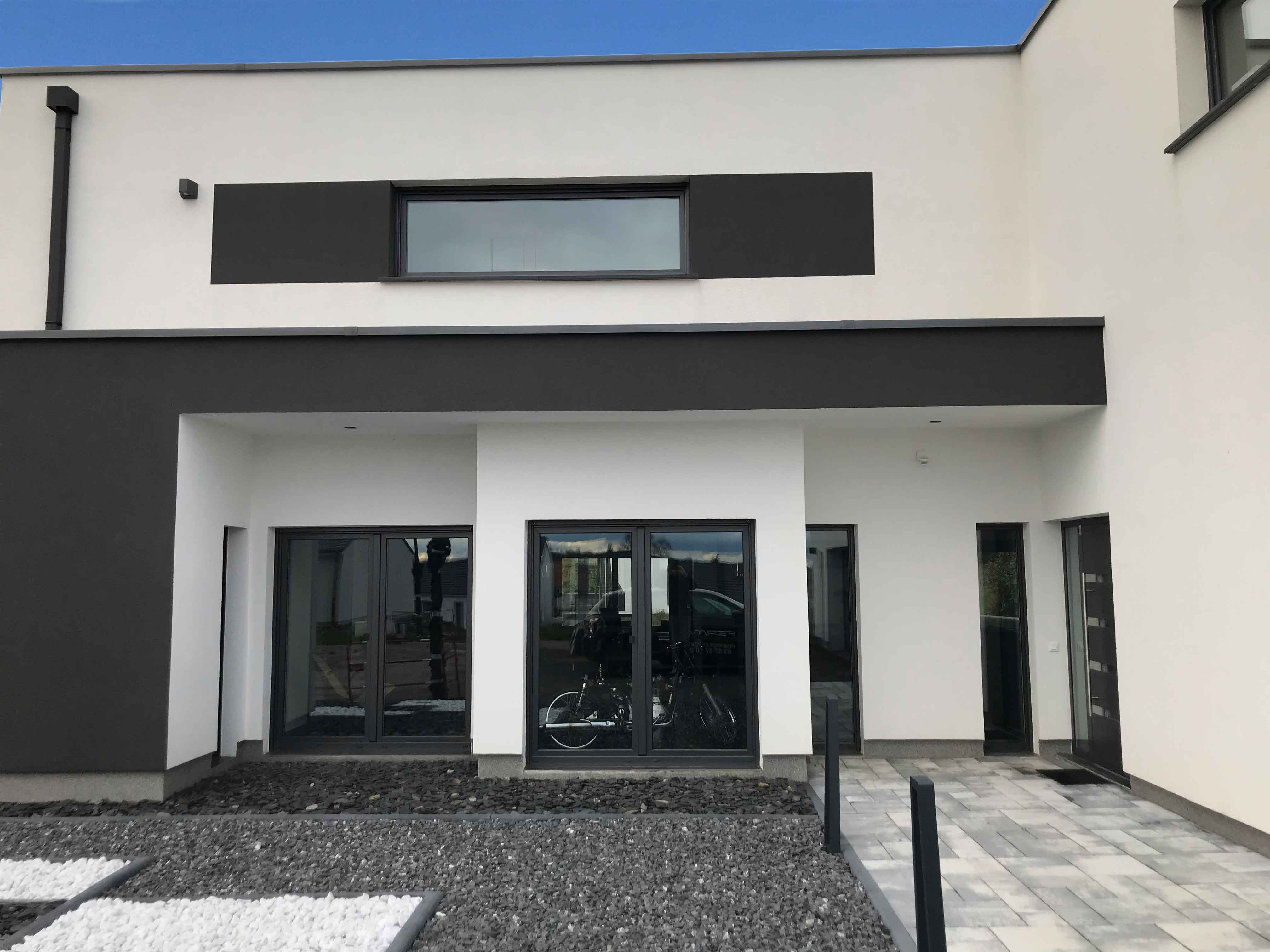 Maison neuve avec fenêtres 7016 FERMAP