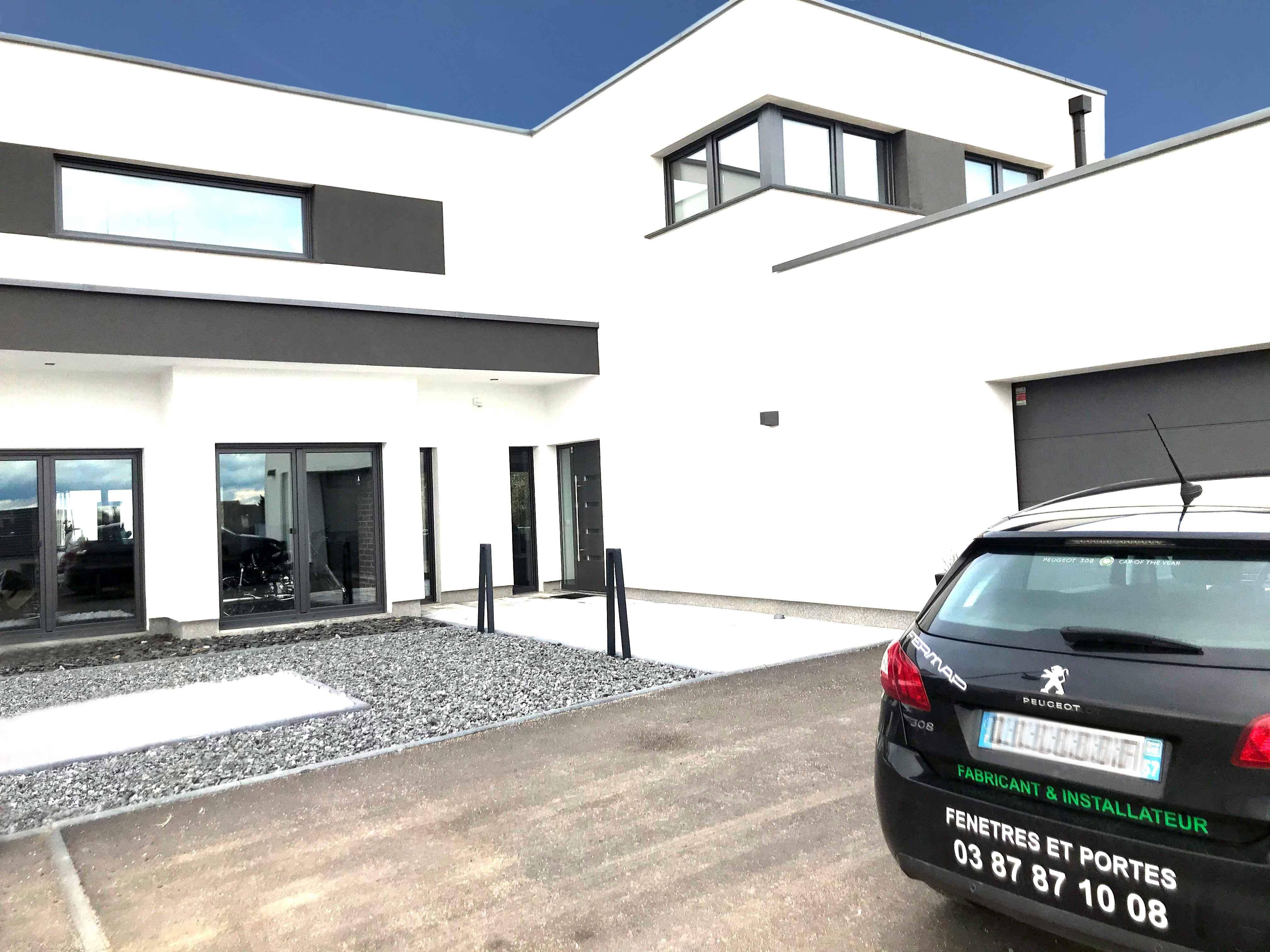 Maison neuve avec fenêtres DB703 FERMAP