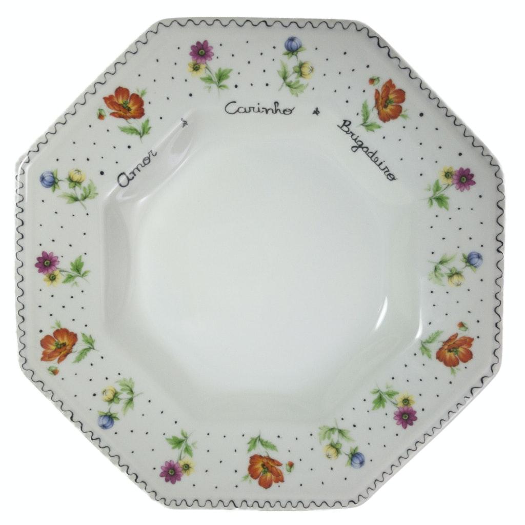 Prato fundo em porcelana pintado com flores coloridas