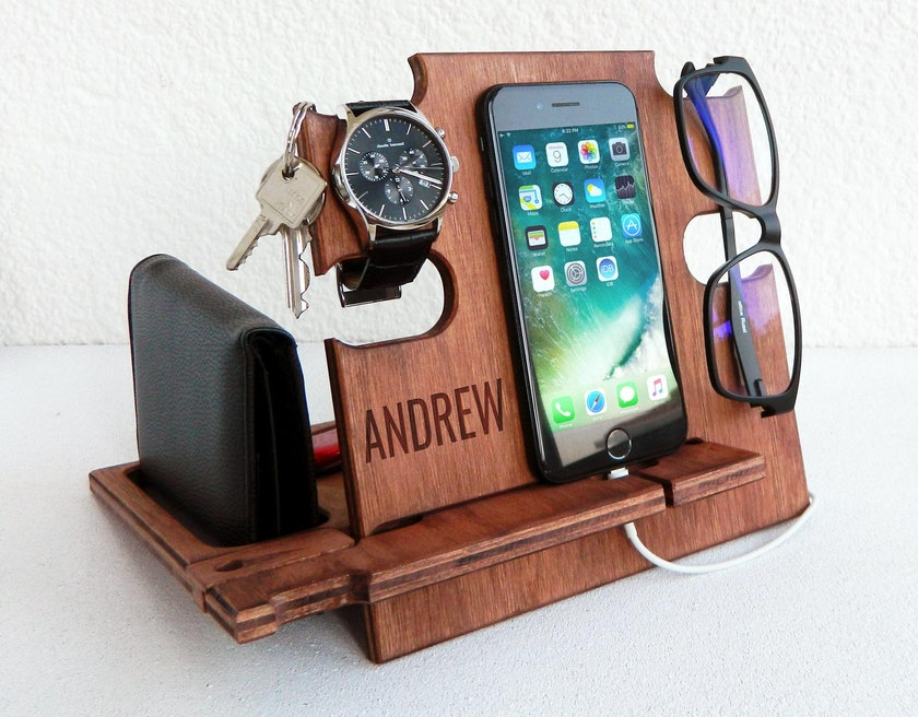 Wallet, keys, phone and glasses on personalised docking station