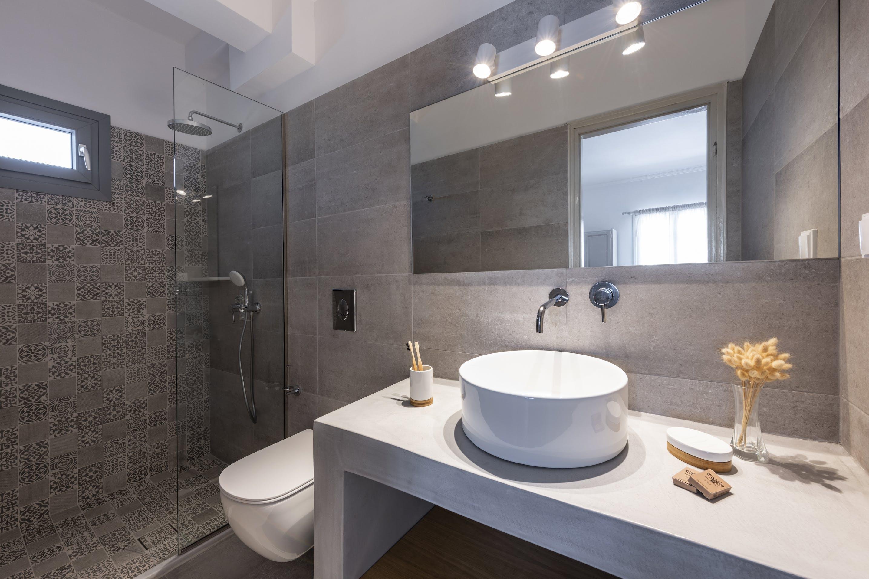 Triple room with terrace bathroom 3