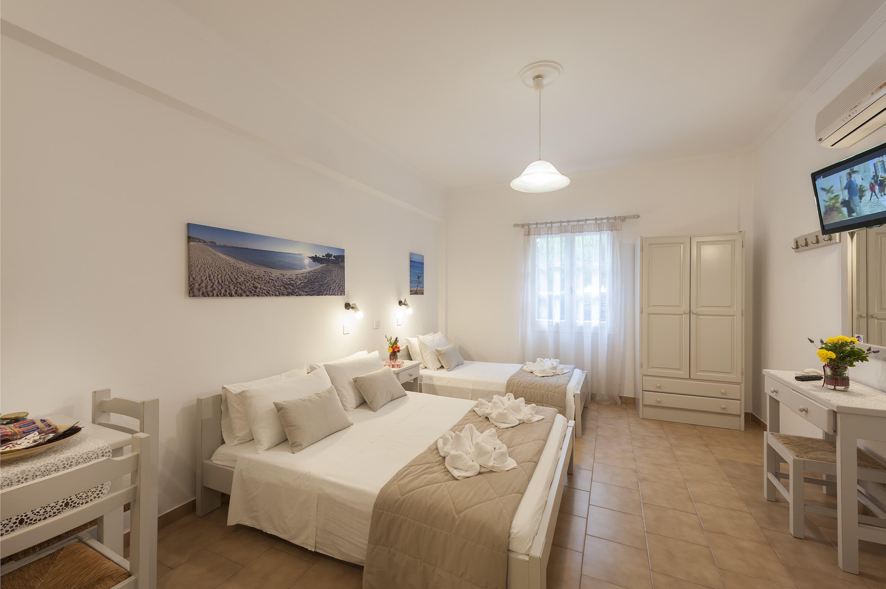 Triple room with terrace bedroom