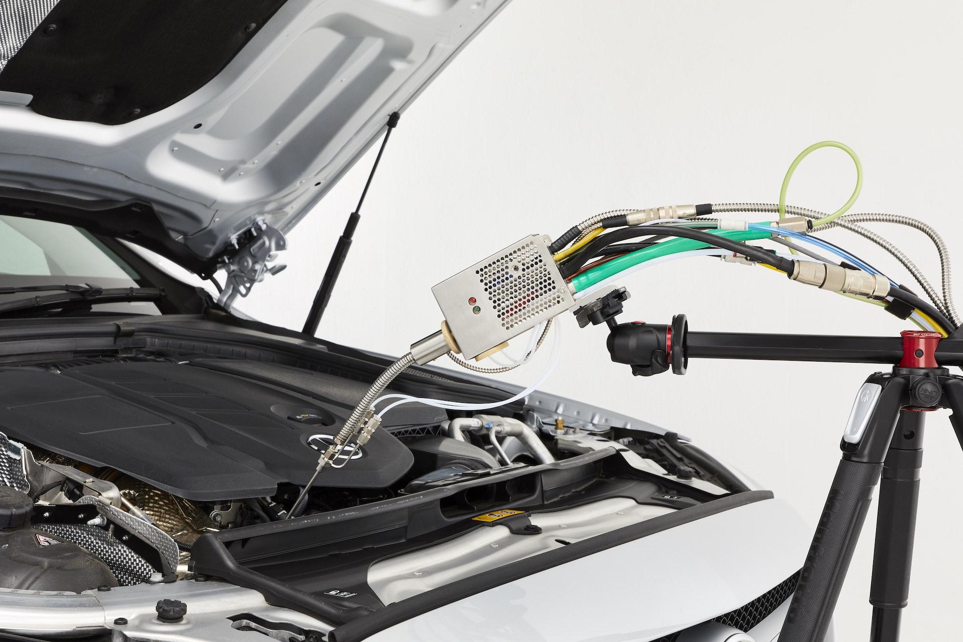 Cambustion HFR500 sample head sampling from vehicle engine bay