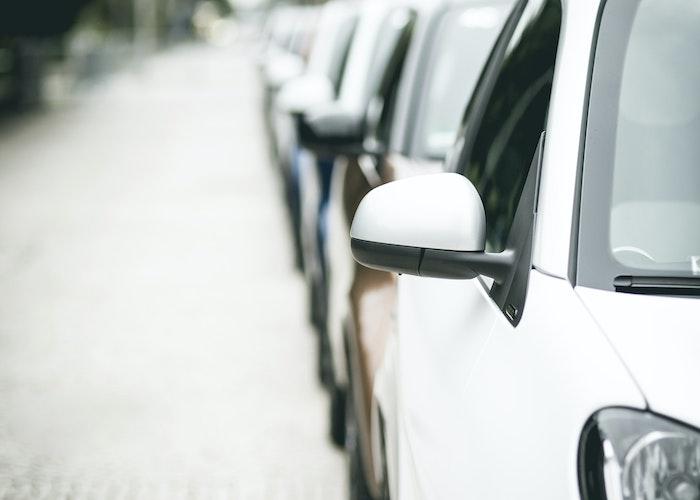 Personbiler på række